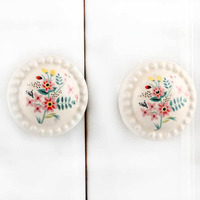 IndianShelf Handmade 13 Piece Ceramic Cream Dahlia Flat Rust Free Drawer Kitchen Knobs/Cabinet Pulls