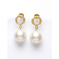pearl and gold earing