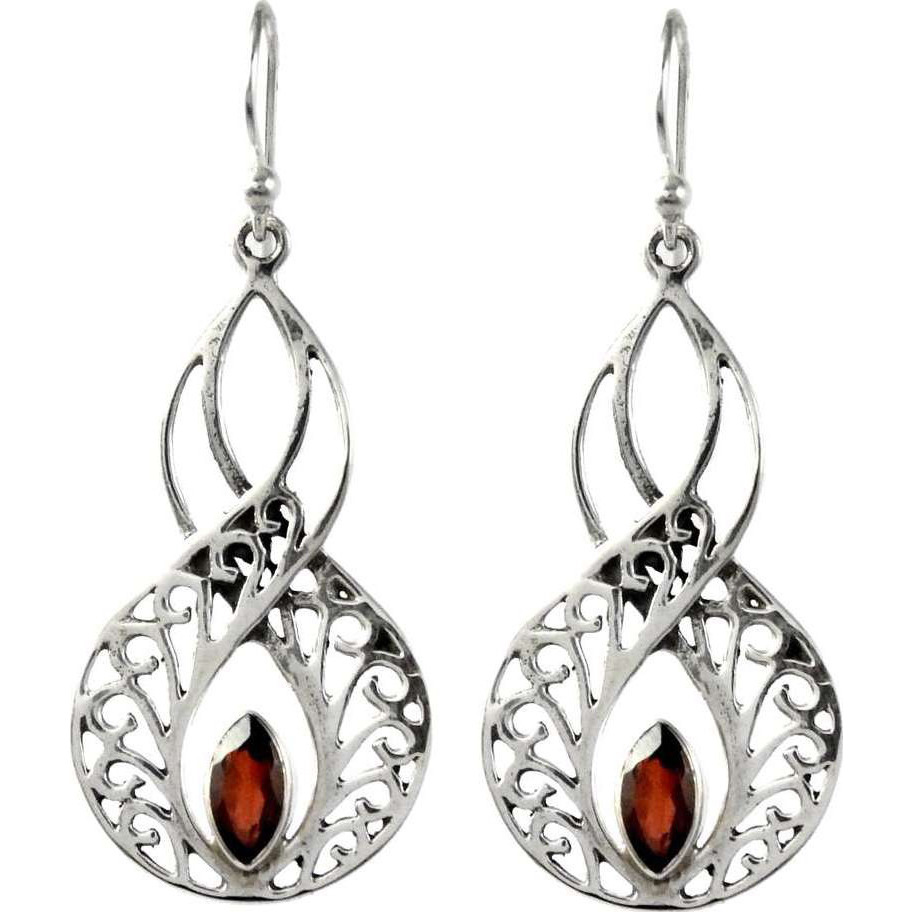 Lovely !! Garnet 925 Sterling Silver Earrings